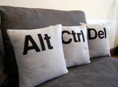 090413ctrl-alt-del-pillows
